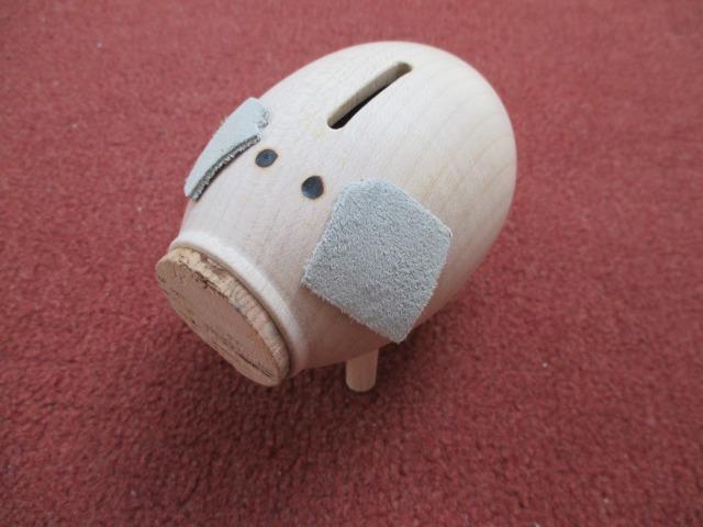画像1: チェコ おもちゃ ウッドクラフト 手作り 子豚 貯金箱 グレー (1)